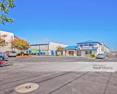 Storage Units for Rent available at 14680 Aviation Blvd, Hawthorne, CA 90250 Photo Gallery 1