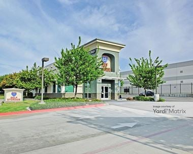 Storage Units for Rent available at 2631 Michelle Drive, Tustin, CA 92780