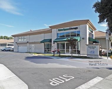 Storage Units for Rent available at 1285 Thousand Oaks Blvd, Thousand Oaks, CA 91362