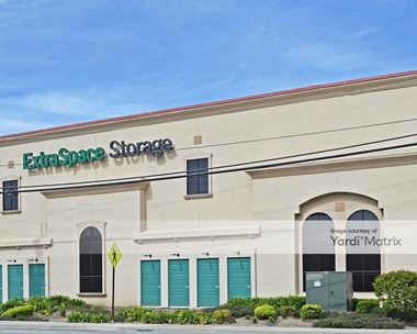 Storage Units for Rent available at 1280 Rollins Road, Burlingame, CA 94010 Photo Gallery 1