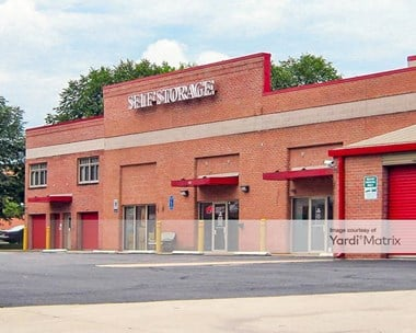 Storage Units for Rent available at 300 Mill Street NE, Vienna, VA 22180 Photo Gallery 1