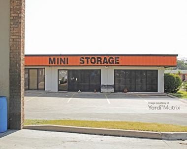 Storage Units for Rent available at 2855 Fort Worth Avenue, Dallas, TX 75211