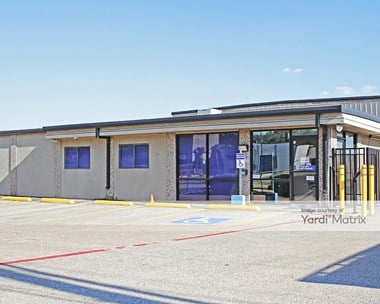 Storage Units for Rent available at 1606 Plantation Road, Dallas, TX 75235 Photo Gallery 1