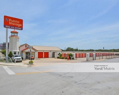 Storage Units for Rent available at 1508 Airport Fwy, Bedford, TX 76022 Photo Gallery 1