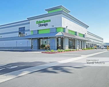 Storage Units for Rent available at 8150 East Wardlow Road, Long Beach, CA 90808 Photo Gallery 1