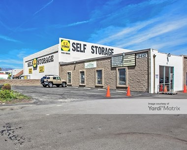 Storage Units for Rent available at 9420 De Soto Avenue, Chatsworth, CA 91311 Photo Gallery 1