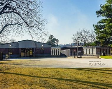 Storage Units for Rent available at 1709 Donaghey Avenue, Conway, AR 72032 Photo Gallery 1