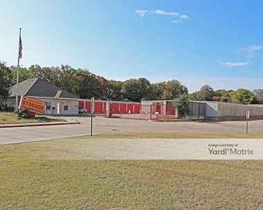 Storage Units for Rent available at 2330 West Green Oaks Blvd, Arlington, TX 76016 Photo Gallery 1