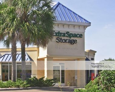 Storage Units for Rent available at 2504 FL-60, Valrico, FL 33594