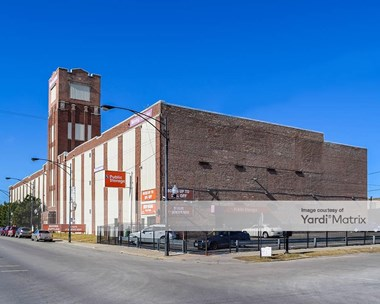 Storage Units for Rent available at 4520 West Cermak Road, Chicago, IL 60623 Photo Gallery 1
