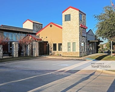 Storage Units for Rent available at 1871 Country Club Drive, Mansfield, TX 76063 Photo Gallery 1