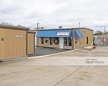 Storage Units for Rent available at 731 West Debbie Lane, Mansfield, TX 76063 Photo Gallery 1
