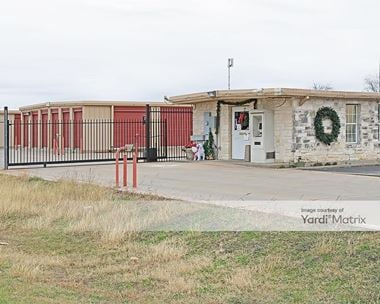 Storage Units for Rent available at 1627 West Henderson Street, Cleburne, TX 76033