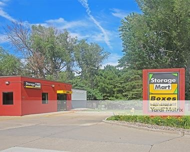 Storage Units for Rent available at 9821 Douglas Avenue, Urbandale, IA 50322 Photo Gallery 1