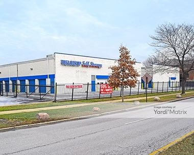 Storage Units for Rent available at 3850 West Devon Avenue, Lincolnwood, IL 60712