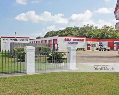 Storage Units for Rent available at 3018 Bayport Blvd, Seabrook, TX 77586 Photo Gallery 1