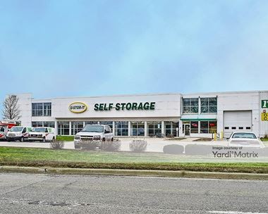 Storage Units for Rent available at 2100 Ogden Avenue, Lisle, IL 60532 Photo Gallery 1