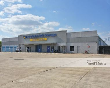 Storage Units for Rent available at 900 NASA Pkwy, Webster, TX 77598
