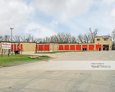 Storage Units for Rent available at 1660 West Kenneth Drive, Mount Prospect, IL 60056