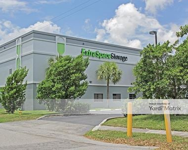 Storage Units for Rent available at 4950 North Dixie Hwy, Oakland Park, FL 33334