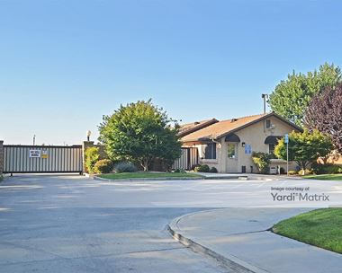 Storage Units for Rent available at 3502 West San Jose Avenue, Fresno, CA 93711