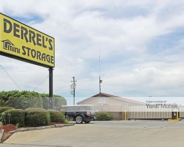 Storage Units for Rent available at 491 Herndon Avenue, Clovis, CA 93612