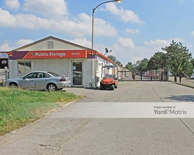 Storage Units for Rent available at 7707 North Oak Trfy, Gladstone, MO 64118