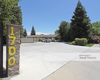 Storage Units for Rent available at 1700 South Blackstone Street, Tulare, CA 93274
