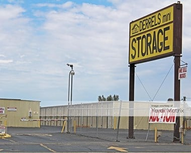 Storage Units for Rent available at 1800 West Belmont Avenue, Fresno, CA 93728 Photo Gallery 1