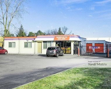 Storage Units for Rent available at 20950 Greenfield Road, Oak Park, MI 48237
