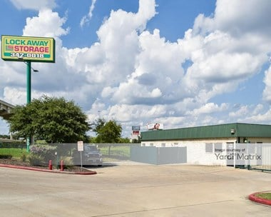 Storage Units for Rent available at 3280 NW Loop 410, San Antonio, TX 78213 Photo Gallery 1
