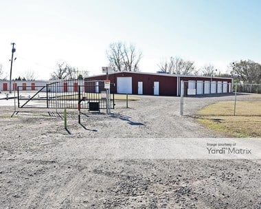 Storage Units for Rent available at 512 Frisco Avenue, Henryetta, OK 74437 Photo Gallery 1