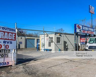 Storage Units for Rent available at 350 Lakehurst Road, Waukegan, IL 60085 Photo Gallery 1