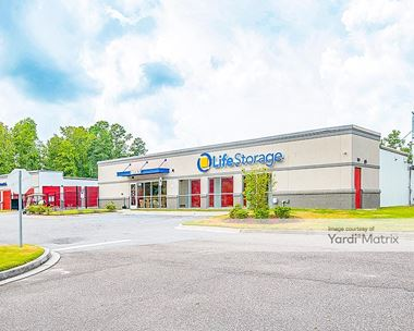 Storage Units for Rent available at 2130 North Main Street, Summerville, SC 29483 Photo Gallery 1
