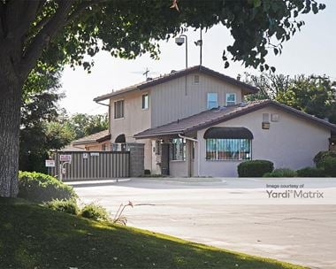 Storage Units for Rent available at 7467 North Cedar Avenue, Fresno, CA 93720