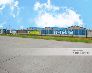 Storage Units for Rent available at 7708 Plummer Business Drive, Troy, IL 62294