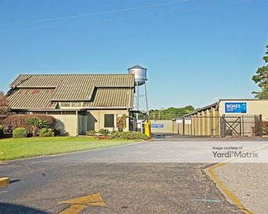 Storage Units for Rent available at 980 North Navy Blvd, Pensacola, FL 32507