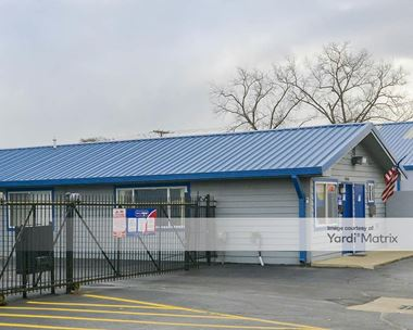Storage Units for Rent available at 24040 Groesbeck Hwy, Warren, MI 48089