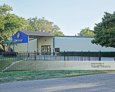 Storage Units for Rent available at 5060 North Palafox Street, Pensacola, FL 32505 Photo Gallery 1
