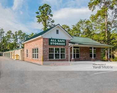 Storage Units for Rent available at 923 Central Avenue, Summerville, SC 29483 Photo Gallery 1