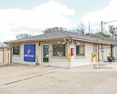 Storage Units for Rent available at 4000 North West Street, Jackson, MS 39206 Photo Gallery 1