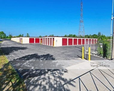 Storage Units for Rent available at 4701 Hamburg Pike, Jeffersonville, IN 47130 Photo Gallery 1