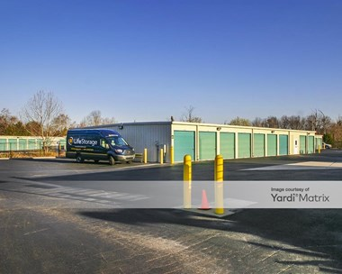 Storage Units for Rent available at 6103 Lee Hwy, Chattanooga, TN 37421 Photo Gallery 1